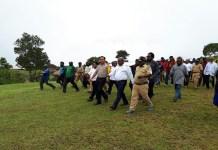 Bupati Tolikara Usman G. Wanimbo didampingi Kapolres Tolikara AKBP Mada Indra Laksanta melakukan kunjungan kerja ke Satuan Kerja Perangkat Daerah (SKPD) lingkungan pemerintah daerah Kabupaten Tolikara