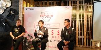 Direktur Utama MD Media Syaifudin (kanan), AVP Marketing Communication Telkom Mustakim Wahyudi (tengah), Country Director Vainglory Sofian Martineau (kiri) saat membuka acara Kick Off IndiHome eSport League di Jakarta, Rabu (28/2). IndiHome eSports League merupakan liga eSports terbesar di Indonesia dengan total hadiah Rp 1 Miliar dan dilaksanakan serentak di 3000 titik. (Foto: Istimewa/NusantaraNews)