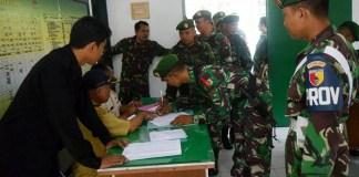 Kodim 0811 Tuban gelar tes urine anggota Kodim secara mendadak usai pelaksanaan upacara bendera pada Senin (5/3/2018). (Foto: Istimewa)