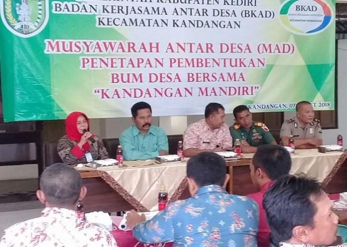 Ketua BKAD Kecamatan Kandangan, Kediri, Jawa Timur menjelaskan tujuan Badan Usaha Milik Desa (Bumdes). (Foto: Istimewa)