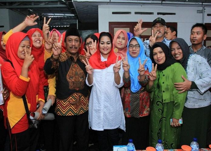Calon Wakil Gubernur Puti Guntur Soekarno berjanji menggratiskan kembali SMA/SMK Negeri yang dikelola Pemprov Jawa Timur. (Foto: Setya T/NusantaraNews)