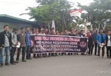 Warga masyarakat Sulawesi Tengah turun ke jalan melakukan sosialisasi anti hoaks. (FOTO: NUSANTARANEWS.CO/AR)