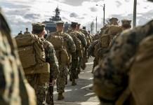 Pasukan Marinir Amerika Serikat (U.S. Marines) saat diterjunkan ke Okinawa, Jepang, 1 Februari 2018. (Foto: Sgt. Ricky Gomez/U.S. Marines)