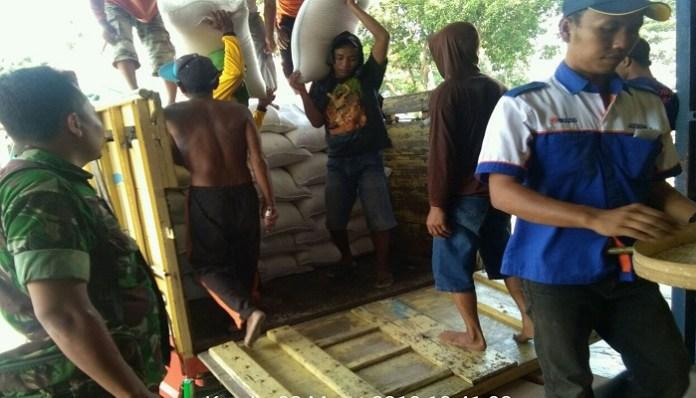 Pengiriman beras hasil panen padi kelompok tani Adil Makmur Kabupaten Nganjuk ke Bulog. (Foto: Istimewa)