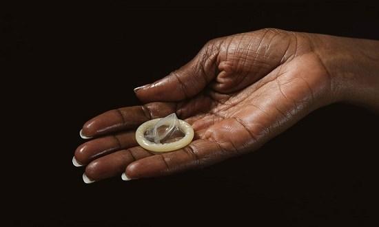 जानिये सेक्स करते हुए अगर कंडोम अंदर फंस जाए तो? , Jaaniye sex karte hue agar condom andar phass jaaye to?