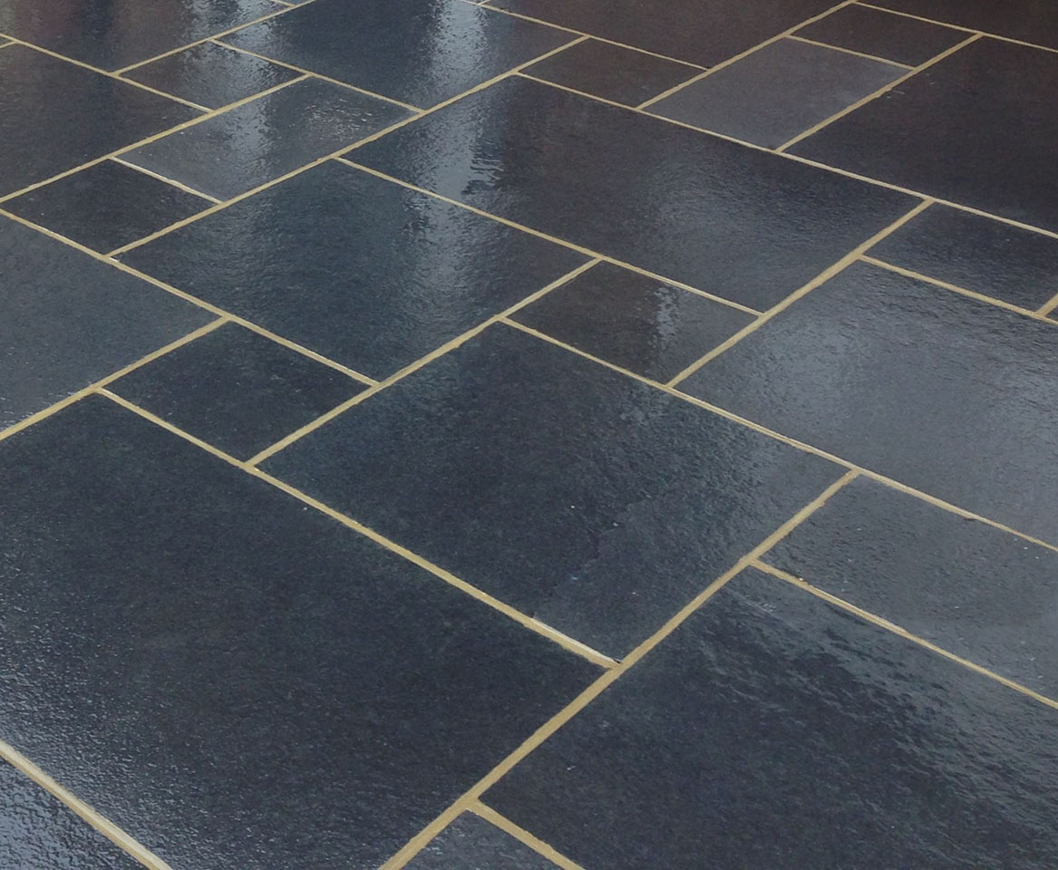 kotah black indian limestone paving 16 5m patio kit