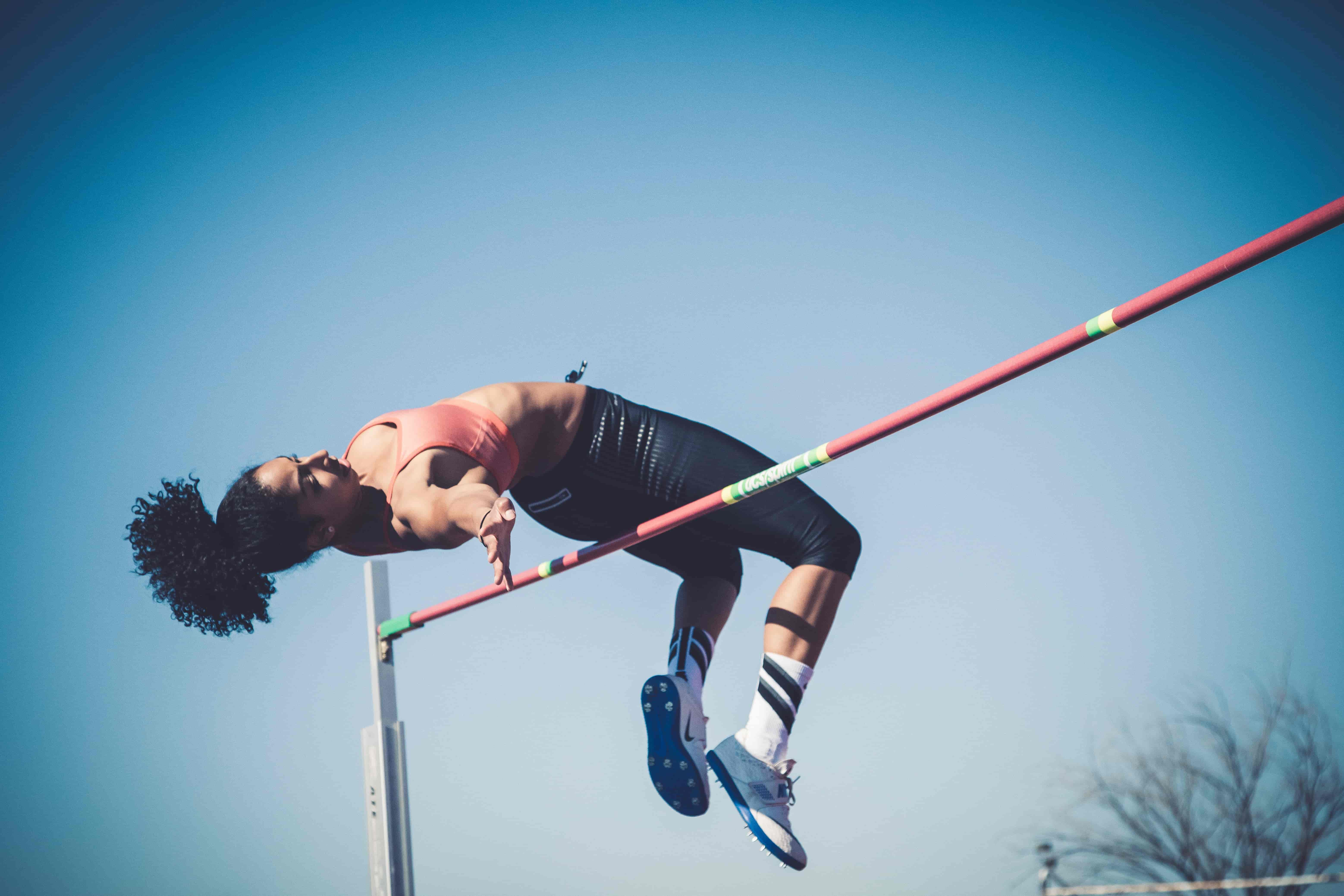 athlete-playing-pole-vault