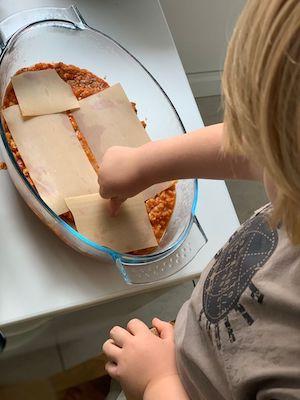 Préparation de la recette de lasagne