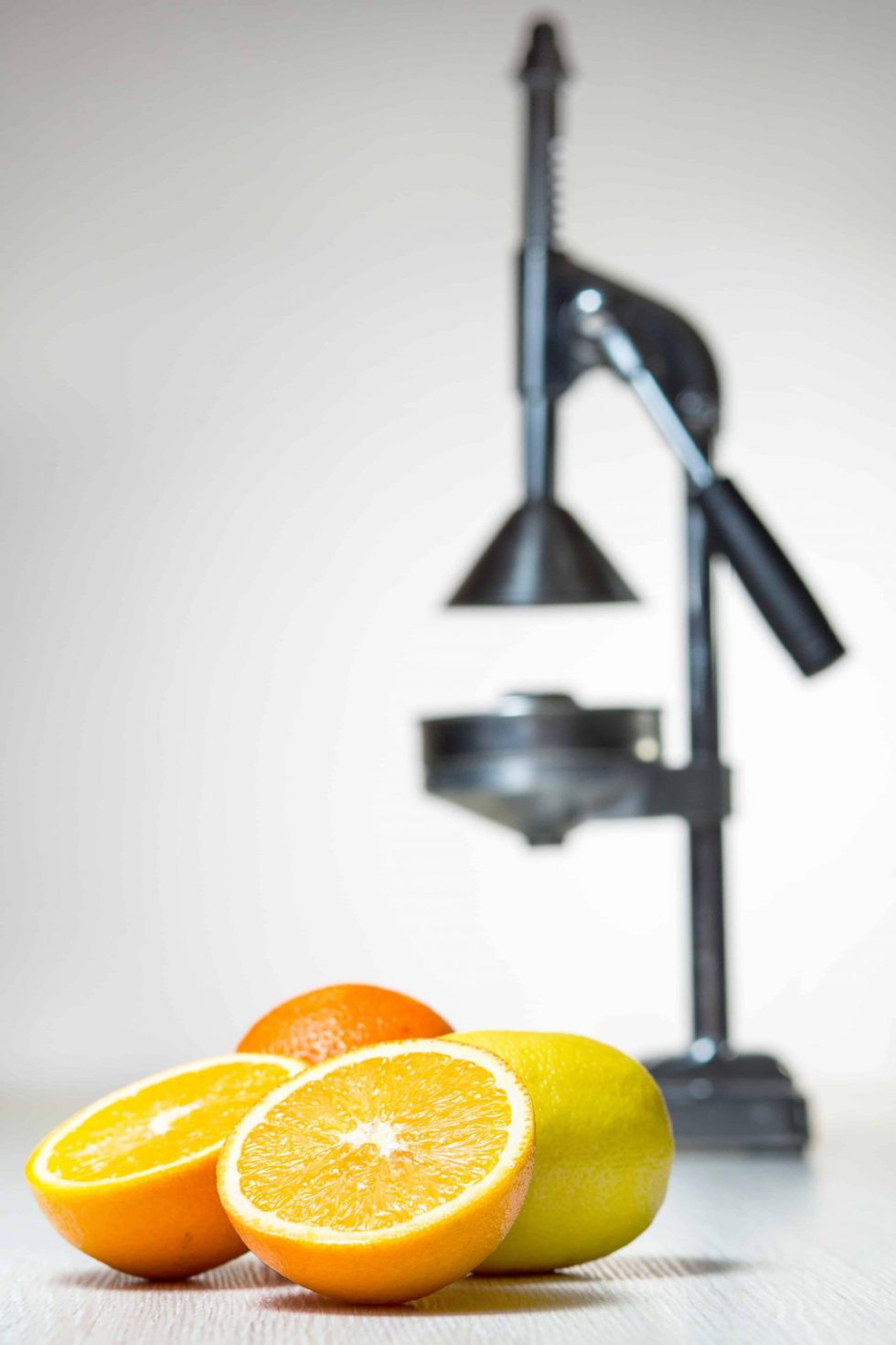 Commercial Citrus juicer with oranges