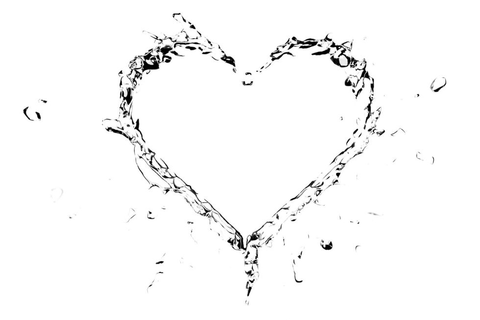 Splashes of water shaped like a heart