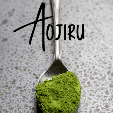 """Green powder on a spoon with word """"Aojiru"""" in black lettering above spoon"""