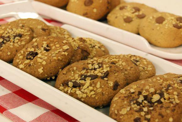 Biscoito de cereais com frutas secas e castanhas