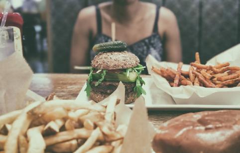 cómo el estrés afecta a la alimentación