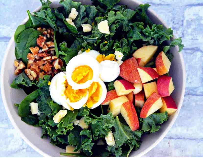 Recipe for Kale salad with apple and cheddar