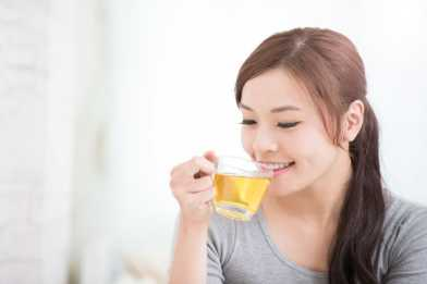 woman drink green tea