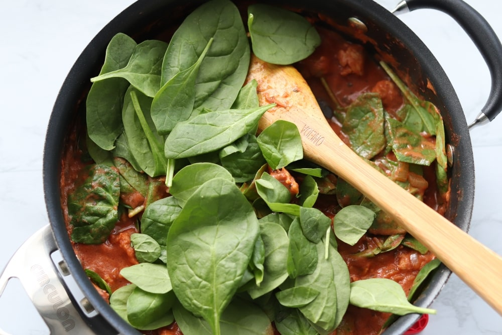tomato sauce with spinach