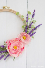Use Old Embroidery Hoops to Make Wreaths