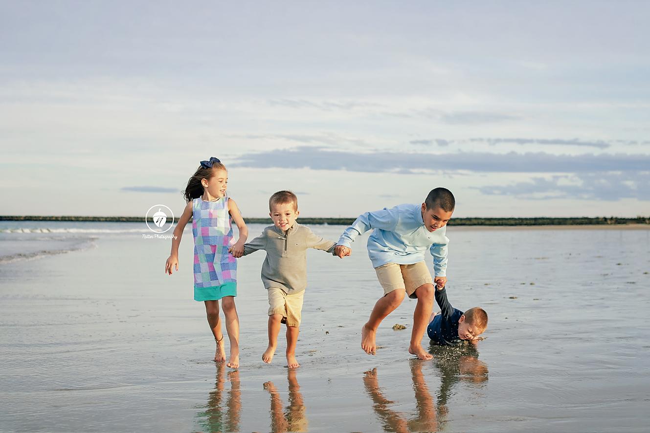 4 siblings at hampton beach