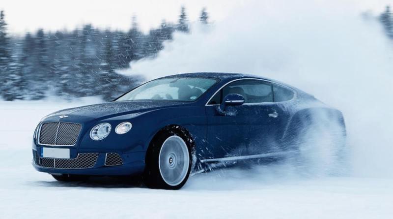 Спасатели освободили владельца Bentley под Медногорском из снежного затора
