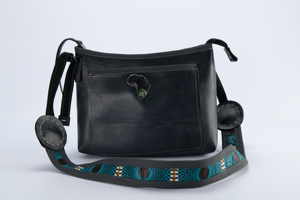 Shoulder bag made out of recycled tyre tube