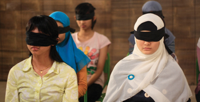 https://i1.wp.com/nwasianweekly.com/wp-content/uploads/2012/31_23/siff_blindfold.jpg