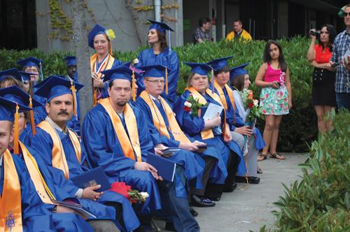 https://i1.wp.com/nwasianweekly.com/wp-content/uploads/2012/31_26/blog_graduates.JPG?resize=500%2C332