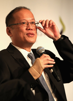 https://i1.wp.com/nwasianweekly.com/wp-content/uploads/2013/32_11/world_aquino.jpg?resize=250%2C344