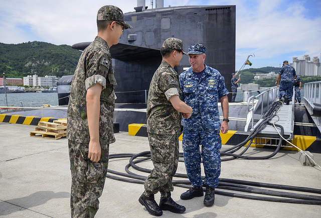 Capt. Michael Lewis (right) greets Vice Adm. Lee Ki-sik (U.S. Navy photo)