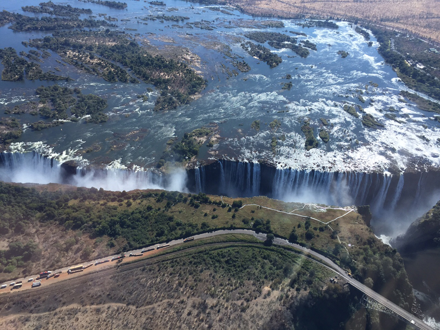 During the rainy season, 142 million gallons of water flow over Victoria Falls every minute. (Photo: G. Tang)