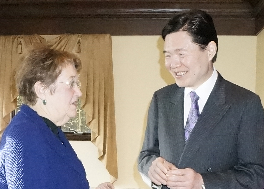 Consul general Masahiro Omura (right) chatting with Sen. Karen Fraser.