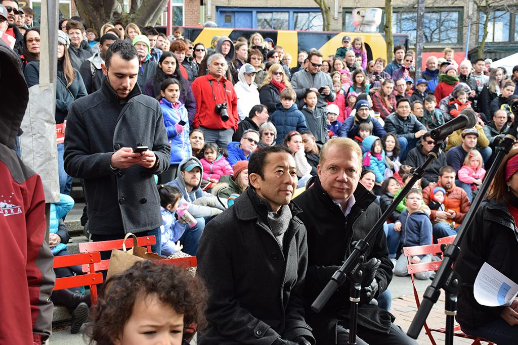 Seattle Mayor Ed Murray (right) with husband Michael Shiosaki. Murray spoke before the festivities began. (Photo by George Liu/NWAW)