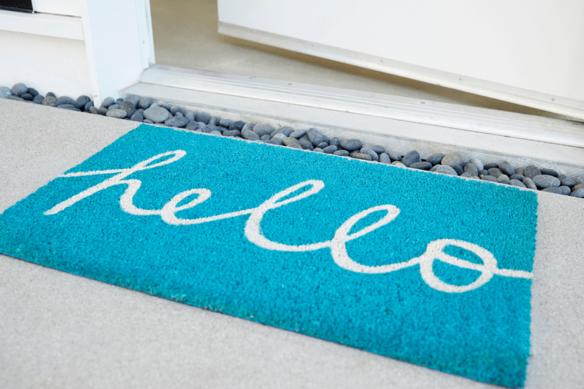 Doormat that says Hello