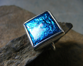 Skylight. Square silver and enamel ring in kingfisher blue.  Bague en argent et d'email blu martin-pecheur