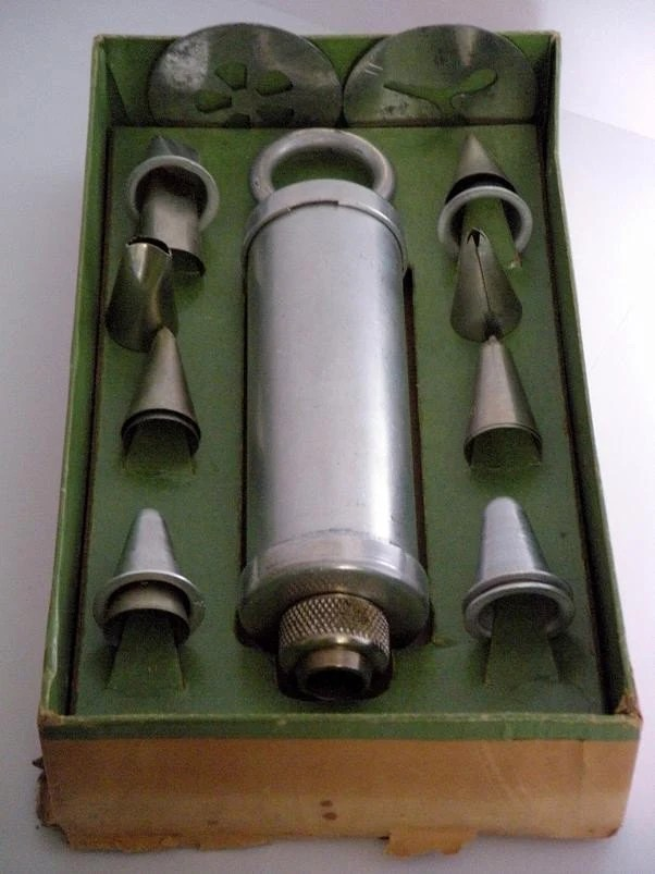 Vintage Ateco Cake Decorating Set