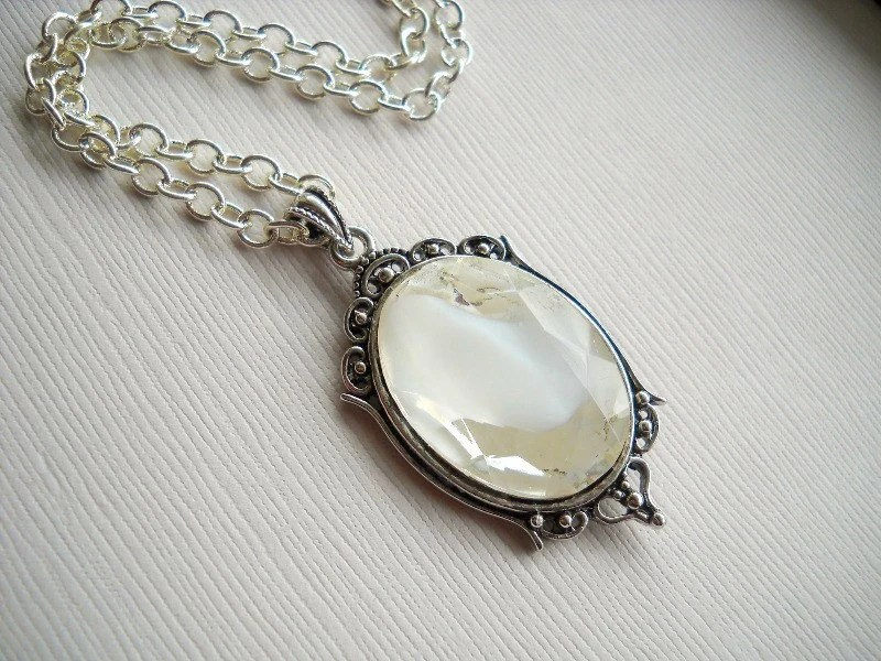 Glacier Vintage Givre Glass Necklace