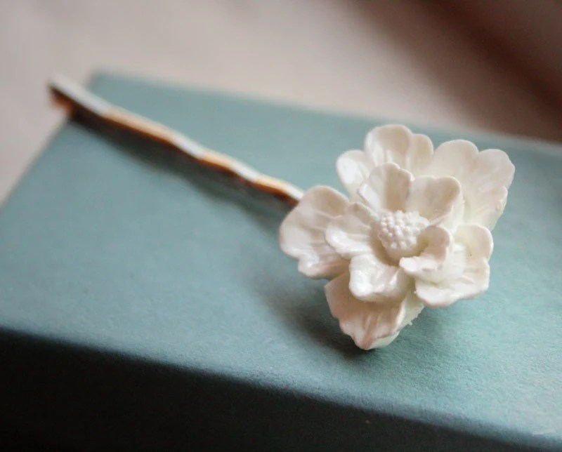 4. White Wedding Bridal Flower Hairpin