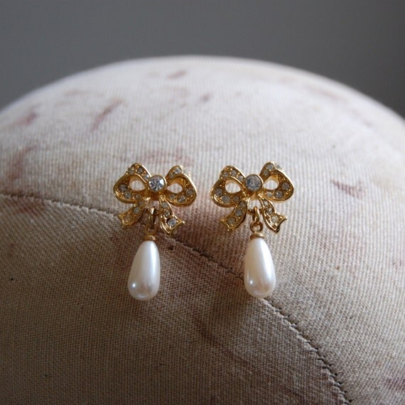 Bows and Pearls Earrings