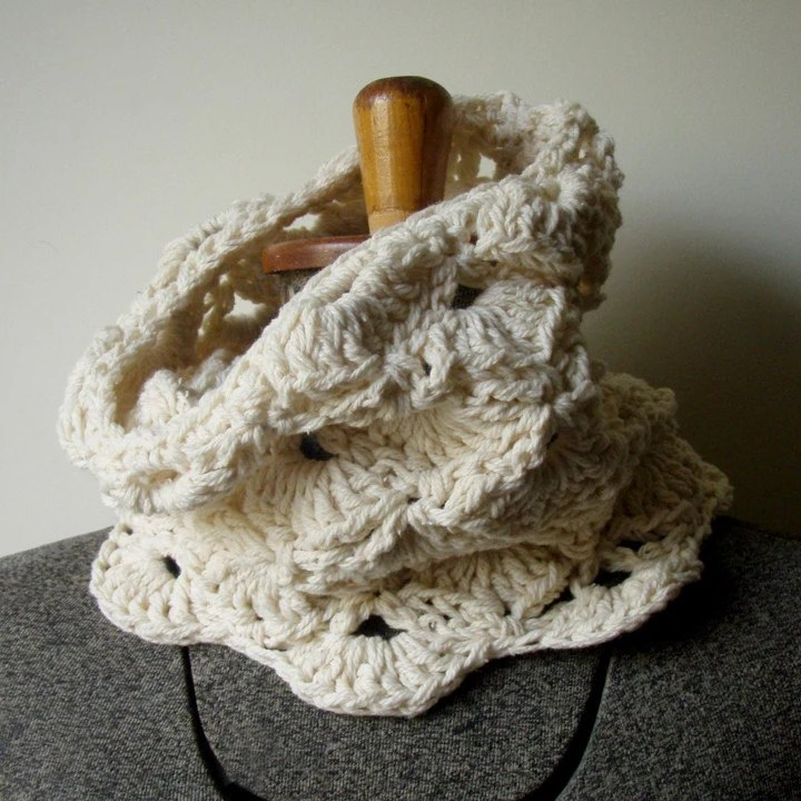 shells (organic merino cotton cowl)