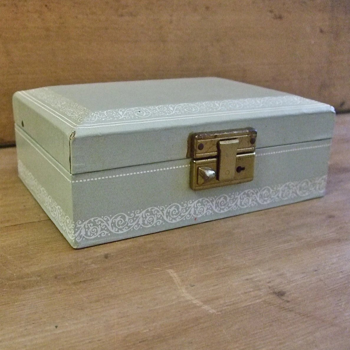 Little vintage jewelry box