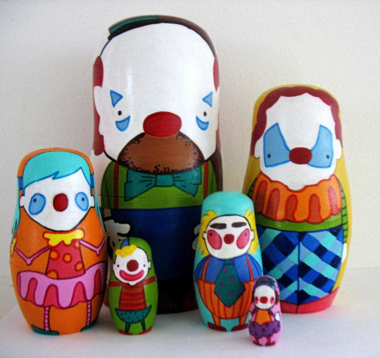Wooden nesting dolls ... circus clowns