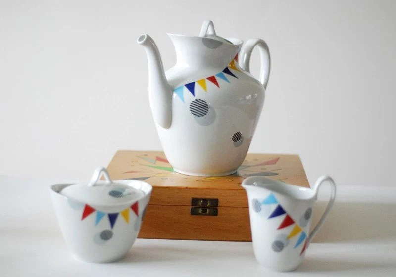Big dots and Bunting Teapot