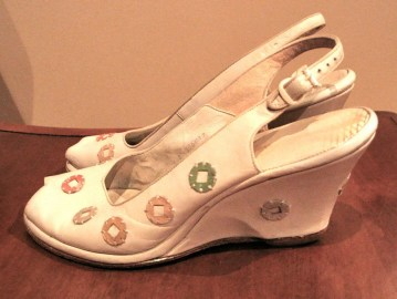 Vintage 1940s White Wedgie Shoes