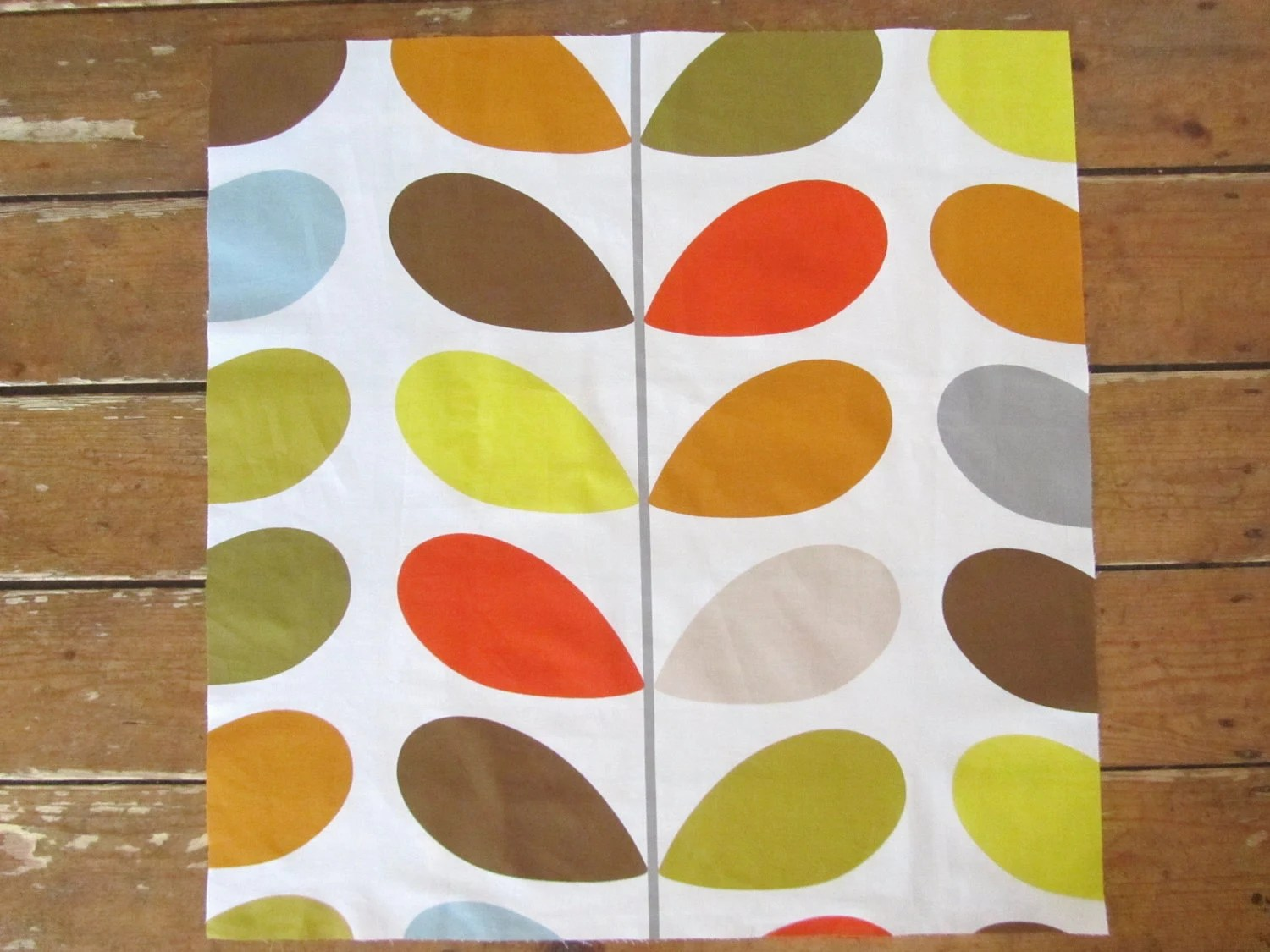 Orla Kiely Multi Stem Print - 100% Cotton Fabric FQ - 50cm x 50cm
