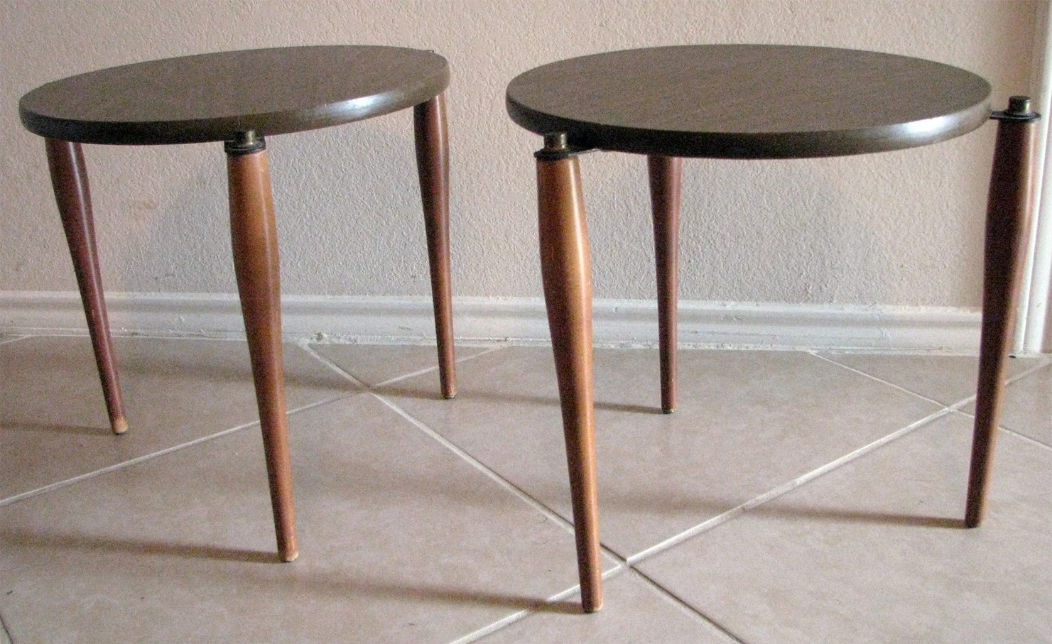 Vintage Mid Century Modern MCM Nesting Tables End Table