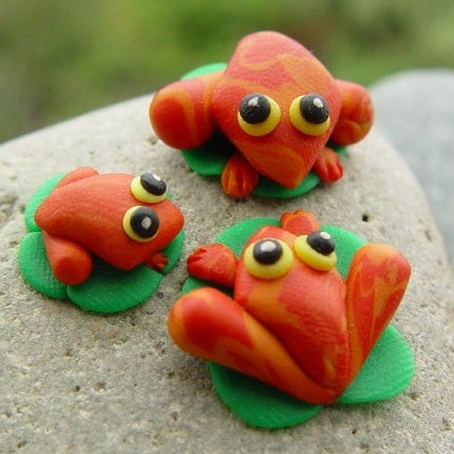 Miniature Froggy Family -terrarium decor