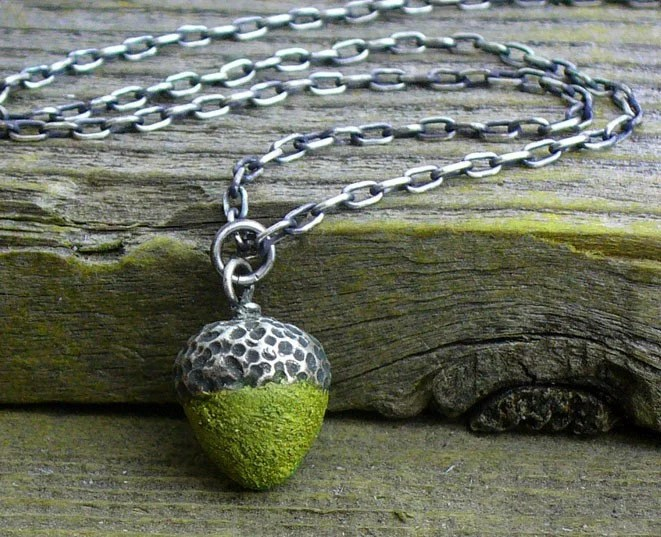 Acorn necklace in silver and concrete