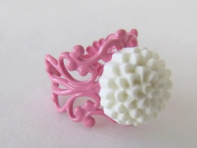 PRETTY IN PINK--White flower ring with PINK filigree band
