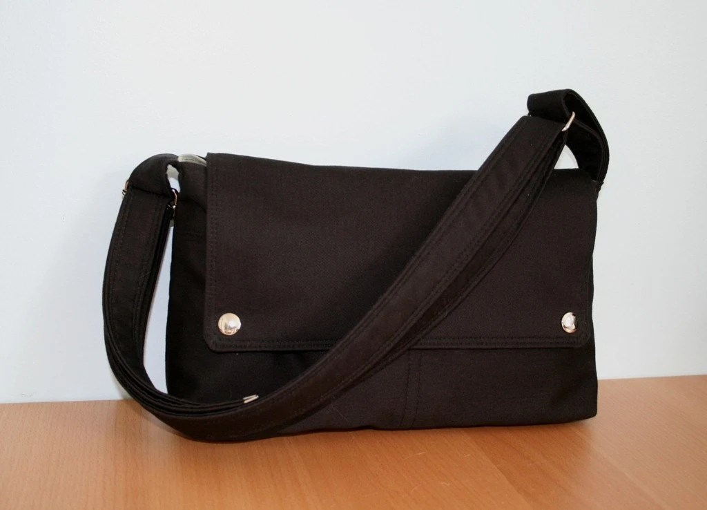 On-The-Go in Black with an adjustable strap