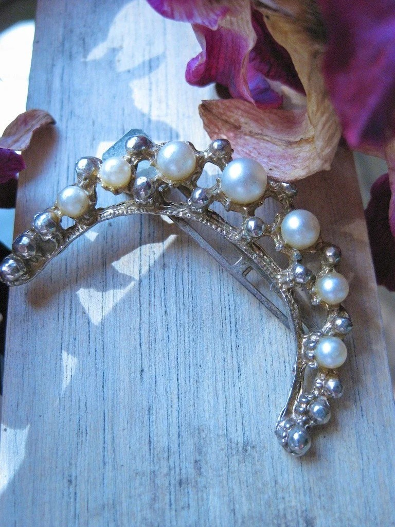 Vintage Horseshoe Gold and Pearl Hair Clip