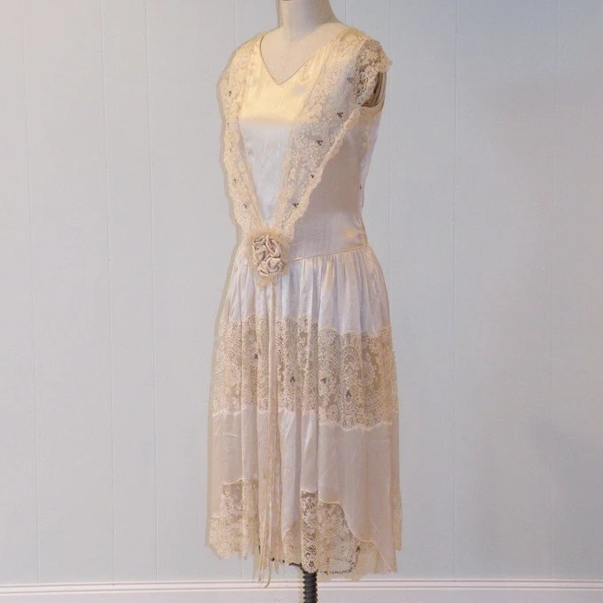 Antique Vintage 20s Ivory-Creme Silk Scalloped Floral Net Lace Flapper Wedding Dress, Silk Rosettes, Old Hollywood Art Deco, WOW